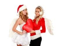 Muchacha hermosa de la Navidad dos con un corazón rojo del juguete Fotografía de archivo