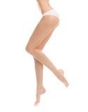 Muchacha hermosa de las piernas en bragas en un backgrou blanco Fotografía de archivo libre de regalías
