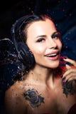 Muchacha hermosa de los auriculares Imagenes de archivo