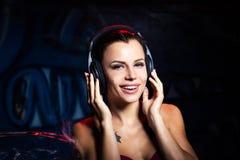 Muchacha hermosa de los auriculares Imágenes de archivo libres de regalías