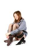 Muchacha hermosa de risa en medias negras. Foto de archivo