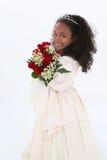 Muchacha hermosa de seis años con las rosas rojas en formal Imagenes de archivo