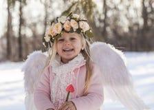 Muchacha hermosa del ángel afuera Imágenes de archivo libres de regalías