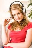 Muchacha hermosa del adolescente con el pelo rubio Foto de archivo libre de regalías