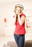 Muchacha hermosa del adolescente con el pelo rubio Foto de archivo