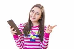 Muchacha hermosa del adolescente con la tableta digital Fotos de archivo