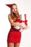 Muchacha hermosa del adolescente que sostiene las cajas de regalo blancas Imagenes de archivo