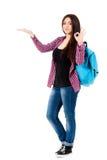 Muchacha hermosa del estudiante con la mochila Fotos de archivo