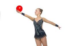 Muchacha hermosa del gimnasta con la bola roja Imagen de archivo