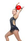 Muchacha hermosa del gimnasta con la bola roja Imagen de archivo libre de regalías