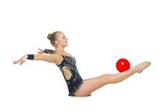 Muchacha hermosa del gimnasta con la bola roja Foto de archivo