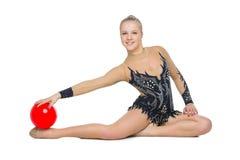 Muchacha hermosa del gimnasta con la bola roja Imágenes de archivo libres de regalías