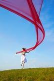 Muchacha hermosa del hippie con la tela roja Fotografía de archivo libre de regalías