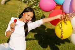 Muchacha hermosa del kazakh con los globos Imagen de archivo libre de regalías