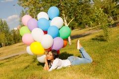 Muchacha hermosa del kazakh con los globos Imagenes de archivo