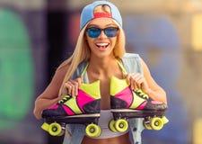 Muchacha hermosa del patinador del rodillo Fotografía de archivo