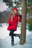 Muchacha hermosa del pelo rubio en ropa del invierno Imagen de archivo
