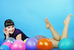 Muchacha hermosa del retrato con la bola de aire Imagen de archivo