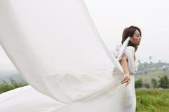 Muchacha hermosa del vuelo del ángel, mujeres de hadas Foto de archivo