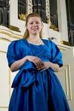 Muchacha hermosa en alineada azul Fotos de archivo