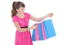 Muchacha hermosa en alineada rosada después de hacer compras sobre blanco Fotos de archivo libres de regalías