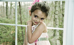 Muchacha hermosa en color de rosa Imagen de archivo