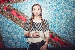 Muchacha hermosa en el club nocturno Fotos de archivo libres de regalías