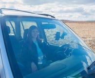 Muchacha hermosa en el coche Imagenes de archivo