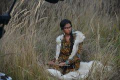 Muchacha hermosa en el estilo de los indios americanos Fotografía de archivo libre de regalías