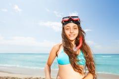 Muchacha hermosa en el retrato de la playa Imagen de archivo libre de regalías