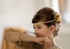 Muchacha hermosa en el vestido griego imagenes de archivo