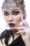 Muchacha hermosa en estilo de la reina negra Imagen para Halloween Fotos tiradas en el estudio Imagen de archivo libre de regalías
