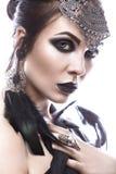 Muchacha hermosa en estilo de la reina negra Imagen para Halloween Fotos tiradas en el estudio Fotos de archivo libres de regalías