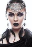 Muchacha hermosa en estilo de la reina negra Imagen para Halloween Fotos tiradas en el estudio Foto de archivo libre de regalías