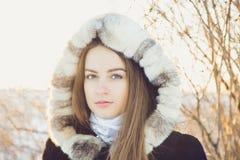 Muchacha hermosa en invierno Fotografía de archivo