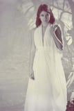 Muchacha hermosa en la alineada blanca Fotografía de archivo libre de regalías