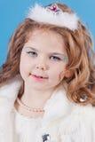 Muchacha hermosa en la alineada blanca Foto de archivo