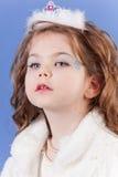 Muchacha hermosa en la alineada blanca Imagen de archivo libre de regalías