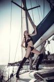 Muchacha hermosa en la imagen del pirata Foto de archivo
