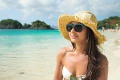 Muchacha hermosa en la playa Fotos de archivo libres de regalías