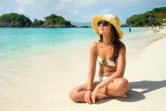 Muchacha hermosa en la playa Fotografía de archivo