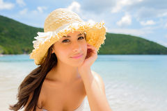 Muchacha hermosa en la playa Imagen de archivo libre de regalías