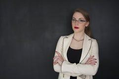 Muchacha hermosa en la ropa elegante para el negocio o el concepto del collage del estudiante Fotos de archivo libres de regalías