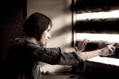 Muchacha hermosa en la ventana Fotos de archivo libres de regalías