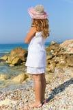 Muchacha hermosa en playa del athene fotografía de archivo libre de regalías