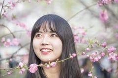 Muchacha hermosa en primavera Imágenes de archivo libres de regalías
