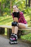 Muchacha hermosa en rollerblades Fotos de archivo libres de regalías