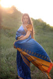 Muchacha hermosa en sari india tradicional Fotografía de archivo libre de regalías