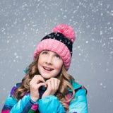 Muchacha hermosa en sombrero de las lanas Fotos de archivo libres de regalías