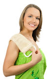 Muchacha hermosa en toalla con brizna en hombro Imagen de archivo